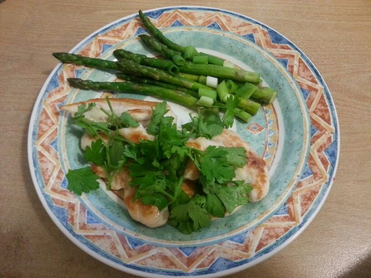 150g chicken breast with asparagus, parsley, sprin onion