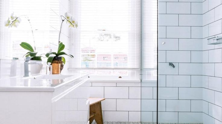 2 products to change the colour of your bathroom grout