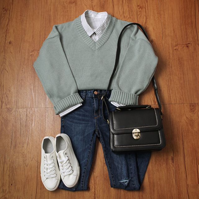 Korean Fashion/Outfit ideas for spring - Pink Cardigan - Blue Skinny Jeans - White sneakers - Canvas Tote - Den...