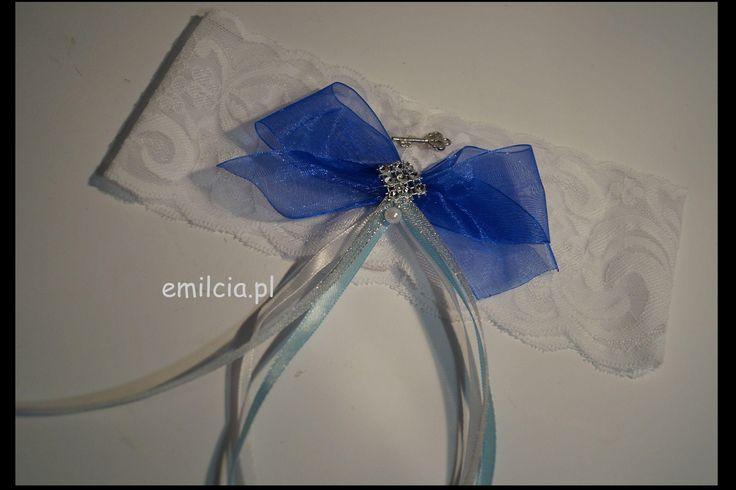 Podwiązka Dodatki Ślubne Podwiązki niebieskie Podwiazka chaber z kluczykiem prezentuje się bardzo ładnie i szykownie. Weeding Dekoracje Ślub chabrowy