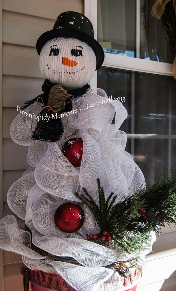 Snowman From Tomato Cages - NEXT YEAR'S PROJECT!! Already did 4 Tomato cages into Christmas trees!!