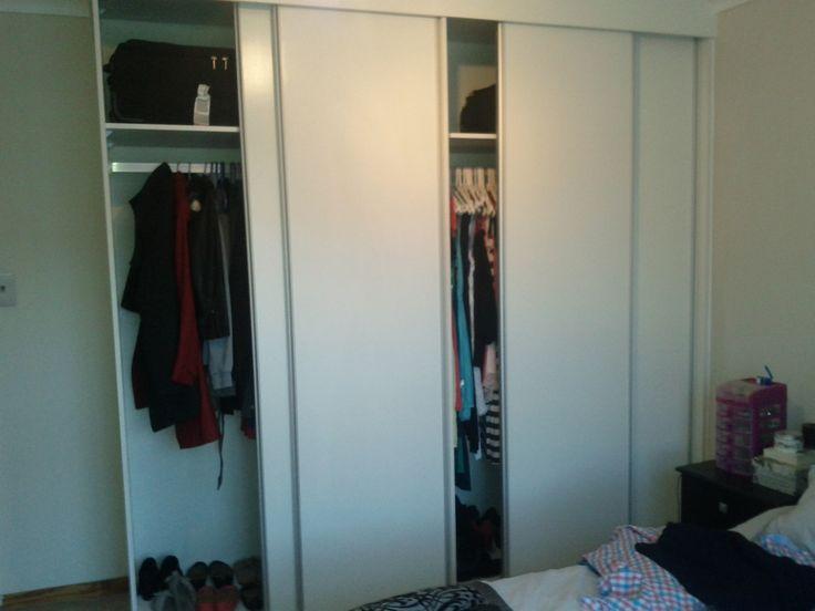 White melamine bedroom sliding doors with aluminium pulling profiles