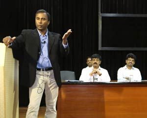MIT professor delivers a special lecture on Siddha to VIT University students