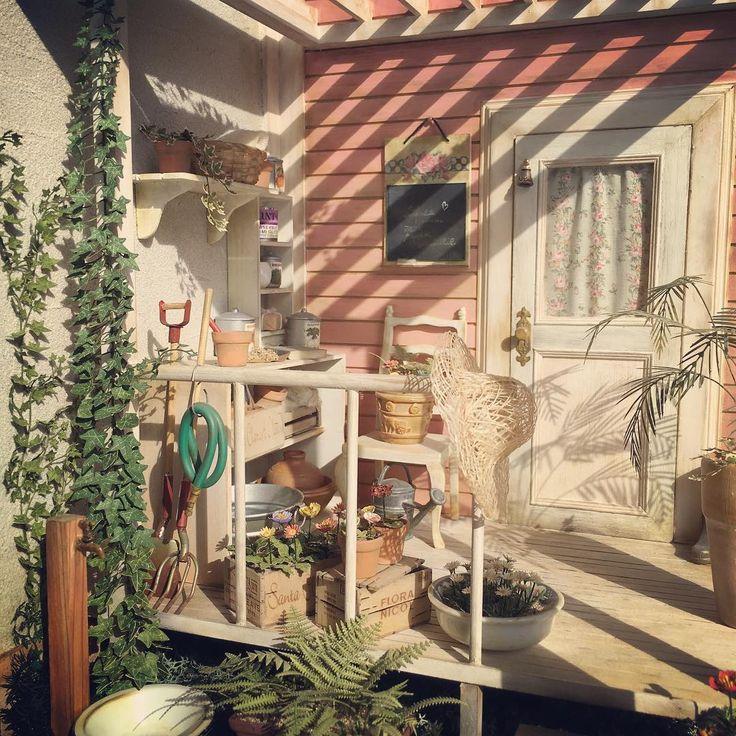 dollhouse diy 4-1 3-4-5月用ドールハウス。1のパン屋さんの自宅ガーデン。 #母の思い出いっぱい#ゆったりした時間#母と妹で栽培#兄は花とパンをカフェに持って行く#そんな感じのテーマ#色々妄想#テーマがあれば作りやすい#dollhouse#doll#diy#jiorama#diorama#woodpro#額#棚#模型#足場板#ミニュチュア#ドールハウス#ドール#ミニチュア#ガーデン#パン屋さん#ジオラマ#もけい#あしばいた#がく#たな