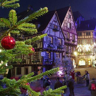 En France, Noël est une fête, petits et grands sont unanimes. Pourtant, aux quatre coins de l'hexagone, nous n'avons pas tous la même façon de fêter Noël, chaque région ayant hérité de traditions et de légendes qui leur sont propres. Des diversités régionales tout droit venues des Noël d'autrefois.