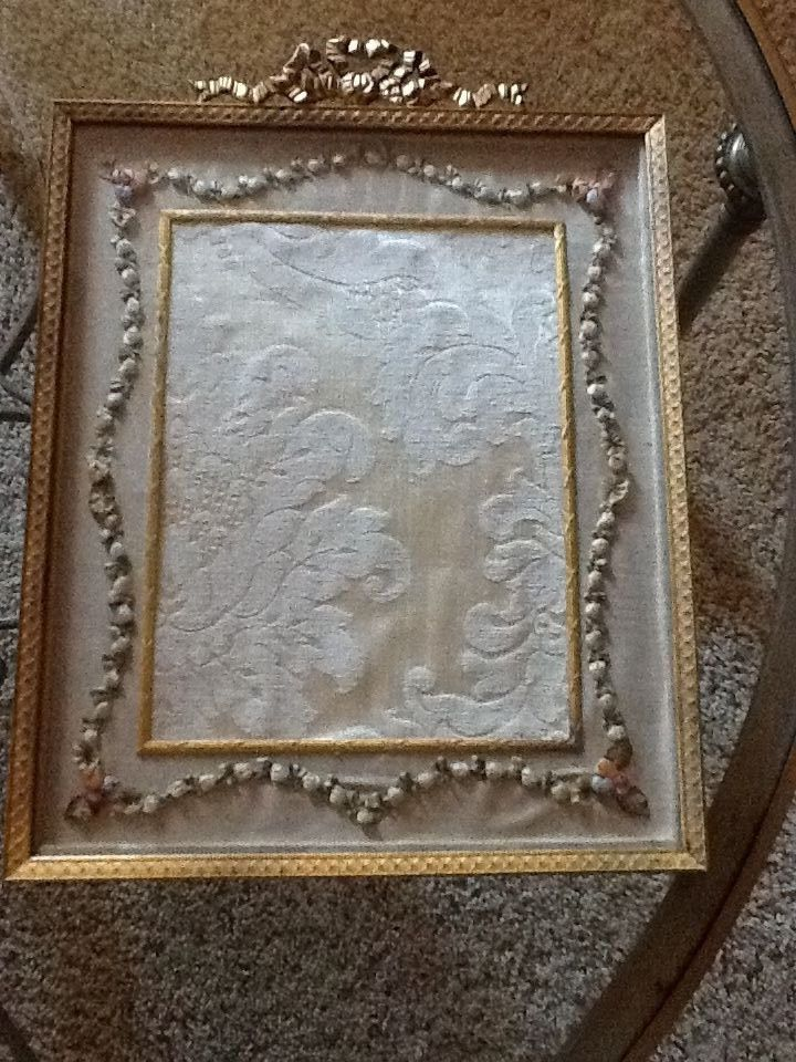 STUNNING ANTIQUE FRENCH GILT FRAME WITH HAND