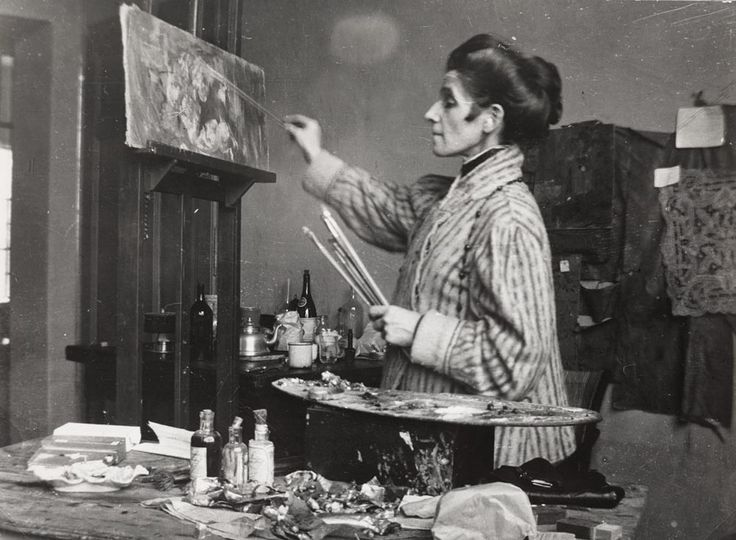 Olga Boznańska in her studio in Kraków. Photo: author unknown, ca. 1920. Copyright by Ligier Piotr / The National Museum in Warsaw. Boznańska's still lifes – some of them almost abstract, suggestive of the quiet existence of objects and the secret...