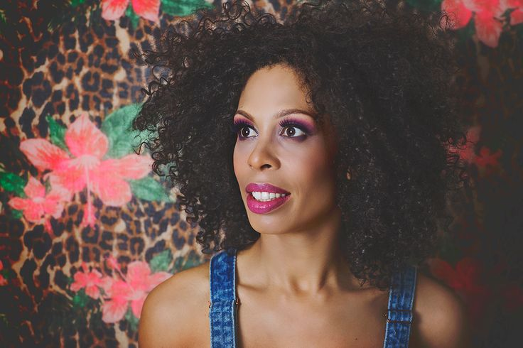 Portrait photoshoot / photography / make up / bright colors / accessories / afro / hair wrap / afro hair