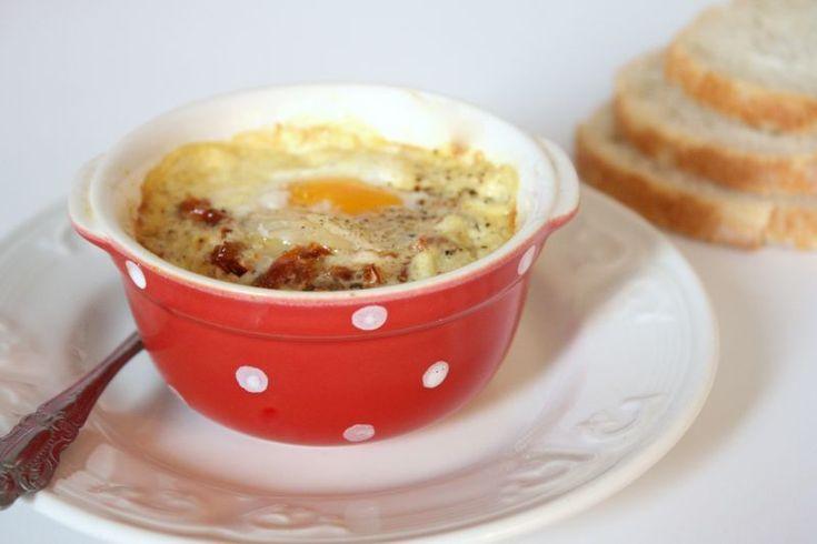 Oeuf cocotte à la crème de moutarde, tomates séchées & parmesan, Recette Ptitchef