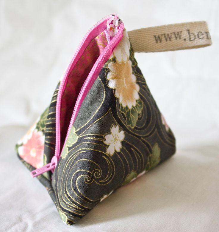 Pyramid Purse - cute coin purse / coin pouch, big enough for loose change…