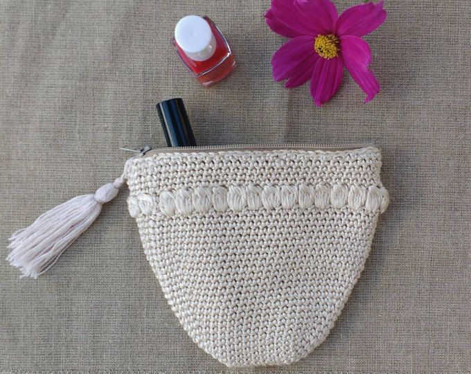 Crocheted purse with lining, vintage style, glossy look, shabby chic pouch, make up bag, linen fabric, light beige shade