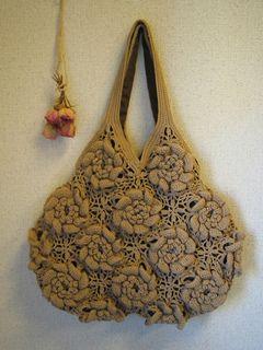 Japanese name: バラモチーフのグラニーズバッグ -  Granny's rose motif bag by Mayumi Kawai (河合真弓)