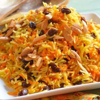 Salată caldă cu orez și morcovi