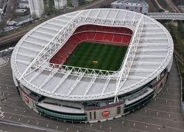 (Emirates Stadium (Arsenal)) Ik vind de ronde vorm van het stadion en de overdekking mooi.