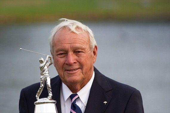 """Arnold Daniel Palmer Ha vinto moltissimi tornei e competizioni sia nel PGA Tour che nel Champions Tour a partire dal 1955. Soprannominato """"Il re"""" è uno dei personaggi più popolari del mondo del golf, nonché uno dei suoi principali innovatori, dal momento che è stato la prima stella dell'epoca televisiva di questo sport, iniziata negli anni cinquanta."""
