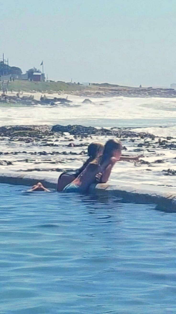 Cool selfies Selfies with friends Beach selfies Sea selfies Follow #Helena Swart for more cool selfies