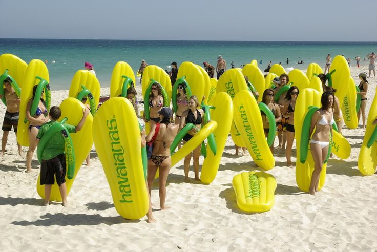 Guerrilha Marketing - Havaianas  Creative Ambient Advertising.  http://www.arcreactions.com/services/online-marketing/