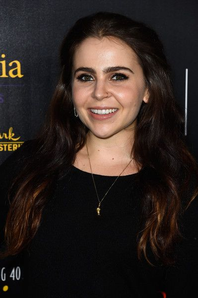 Mae Whitman Photos - 40th Anniversary Gracies Awards - Arrivals - Zimbio