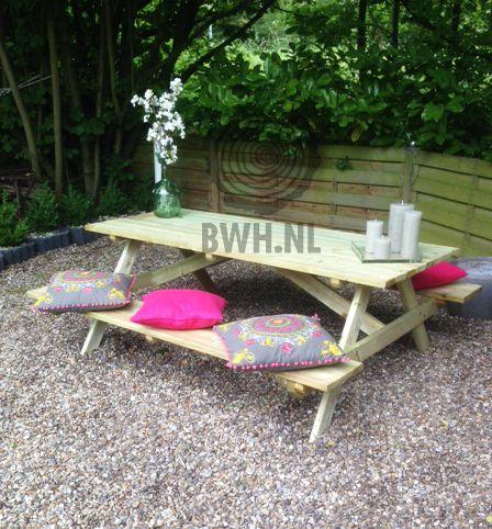 Nog steeds een van de populairste producten voor in de tuin: de 180x70 cm picknicktafel van houthandel Gadero. Ook voor binnen als eettafel te gebruiken! Bestel nu goedkoop en snel deze geimpregneerde picknickbank via onze site.  Gadero productnr: VZ2287