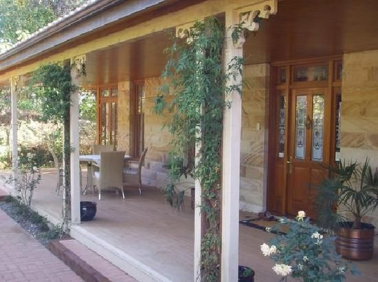 Ahhh - sandstone. http://media-cdn.tripadvisor.com/media/photo-s/01/80/9c/a9/sandstone-house.jpg