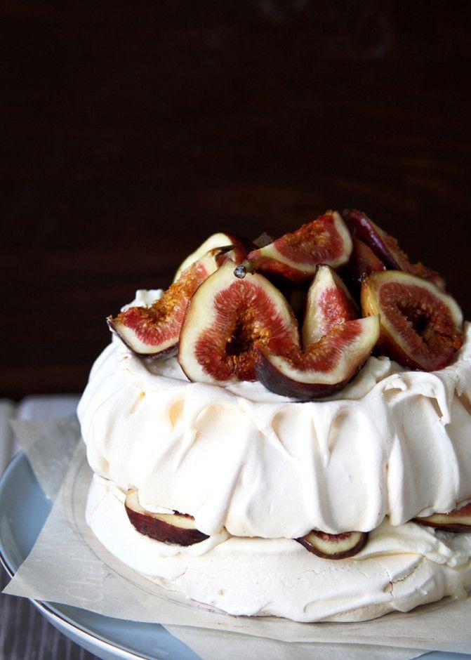 Summer Fig Pavlova - Style Sweet CA