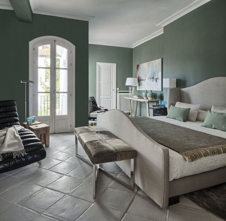 Grun-wandfarbe-ideen-salbeigruen-dunkel-schlafzimmer