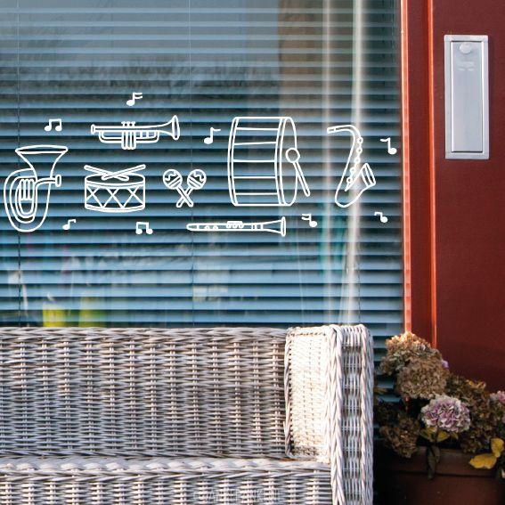 Gezellige #raamtekening met muziek instrumenten van de fanfare. Teken met rood, geel en groen of als je raam al volhangt met slingers, in zwart of wit.