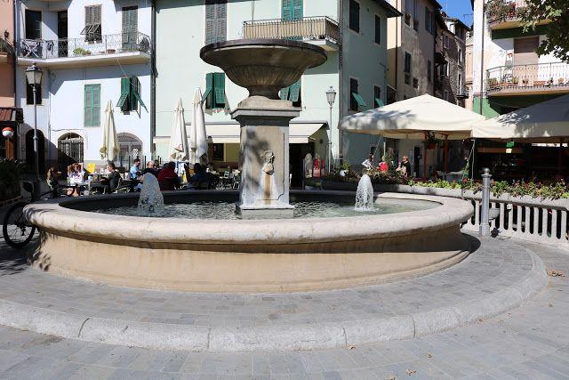 Dolceacqua (IM) - Piazza Giuseppe Garibaldi