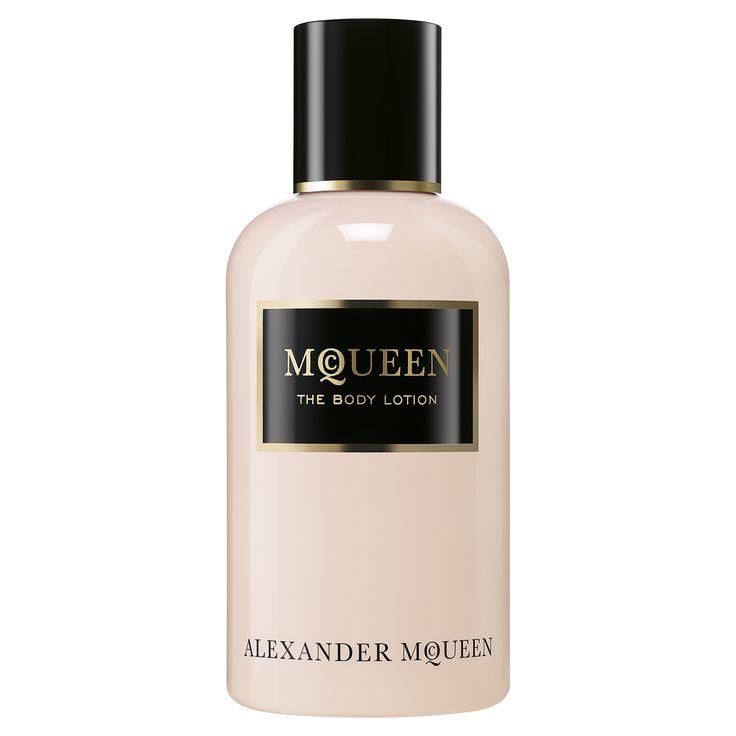 Вдохновленный классическими насыщенными цветочными композициями, аромат McQueen наполнен драгоценными белыми цветами, вплетенными в красивейшую структуру, и отличается балансом, характерным для целостной натуры современной женщины.<br>Парфюмерная вода McQueen обладает сложной многогранной архитектурой, подчеркивающей неординарность своей обладательницы. Пряные верхние ноты — черный перец, гвоздика и розовый перец – предваряют сердце, состоящее из нежных лепестков распускающихся ночью ц...