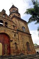 Iglesias de Curití  La iglesia de San Joaquín, es una visita obligada en Curití. Está ubicada en el parque central y se caracteriza por la belleza de su construcción en piedra. Los curiteños le han profesado a Nuestra Señora del Rosario de Chiquinquirá una profunda devoción por los favores y milagros recibidos.