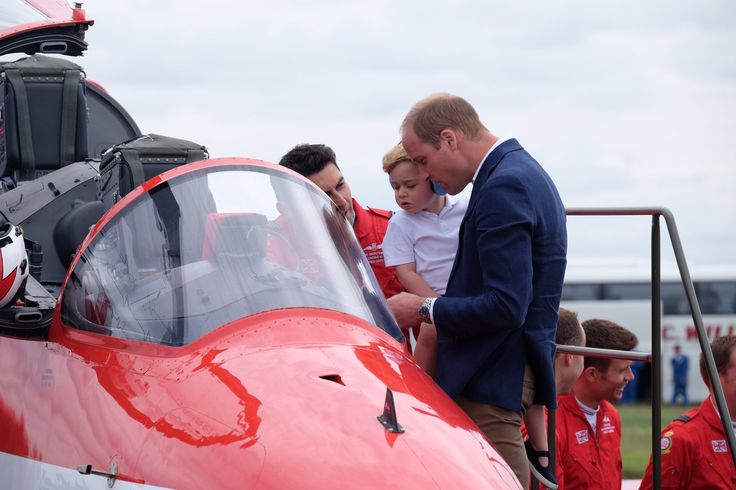 Taking a closer look @rafredarrows Red Arrow Hawk, which will take part in the @airtattoo later @KensingtonRoyal