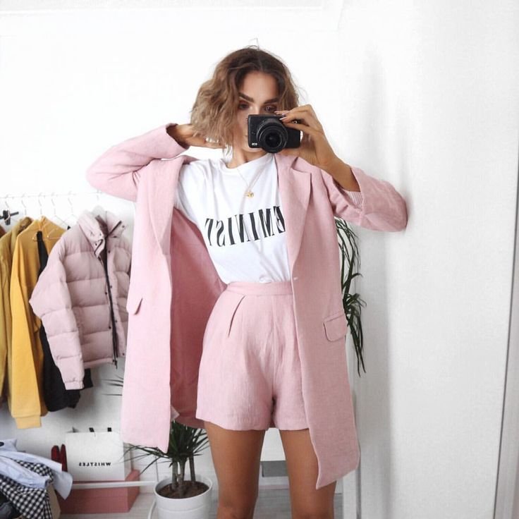 """12.7 k likerklikk, 97 kommentarer – Alicia Roddy (@lissyroddyy) på Instagram: """"Friday feeling  you can shop this whole outfit with this link here http://liketk.it/2qXiQ or sign…"""""""