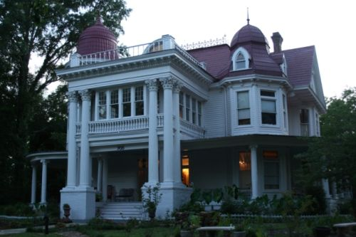 The allen house was built in 1906 for joe lee allen his for Allen house
