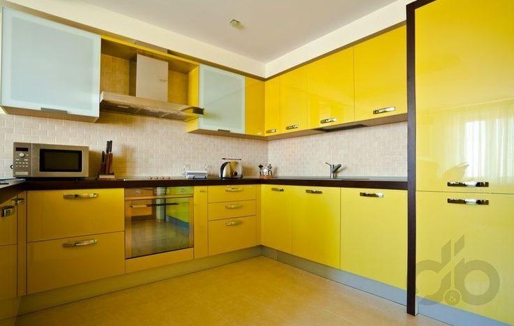 parlak sarı mutfak dekorasyonu