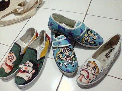 sepatu lukis dengan beragam lukisan yg indah :))