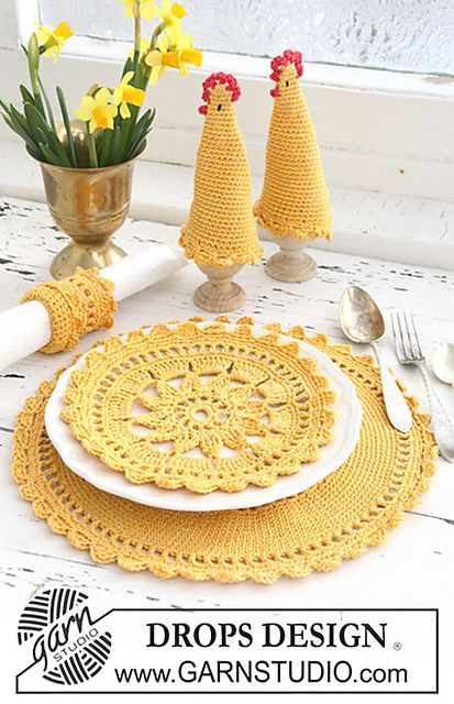 Ravelry: 0-623 Placemat, egg warmer and napkin ring in Safran and Glitter pattern by DROPS design