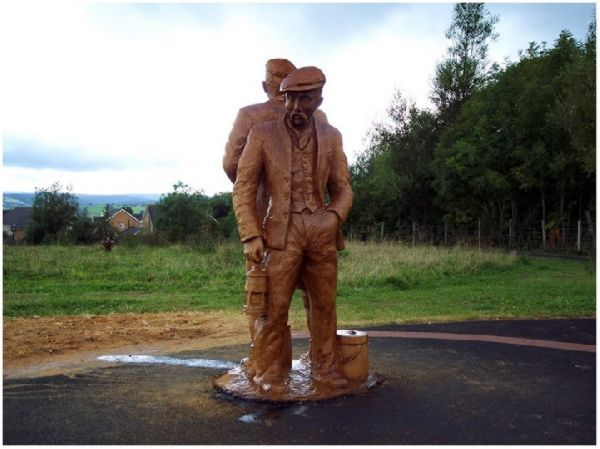 recently dubbed the yorkshire banksy due to the mystery of his identity a tree sculptor in the english town of knaresborough north yorkshire has been