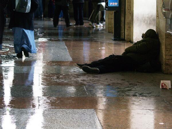 """""""Godless"""". 2° riScatto urbano di Michele Massetani aka @gigiomc. Saranno conteggiati i RT al seguente tweet: https://twitter.com/gigiomc/status/371668747234209792"""