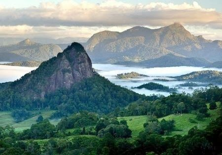 MOUNT WARNING NSW, 1st place the sun touchs in australia each morning