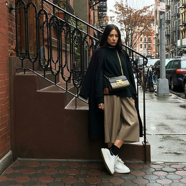 31 Perfect Looks To Copy This March #refinery29 http://www.refinery29.com/2016/03/103166/new-outfit-ideas-march-2016#slide-21 Casual Fridays were made for loose cropped trousers, a coat draped over your shoulders, and white sneakers.Alexander McQueen shoes, Gucci bag....