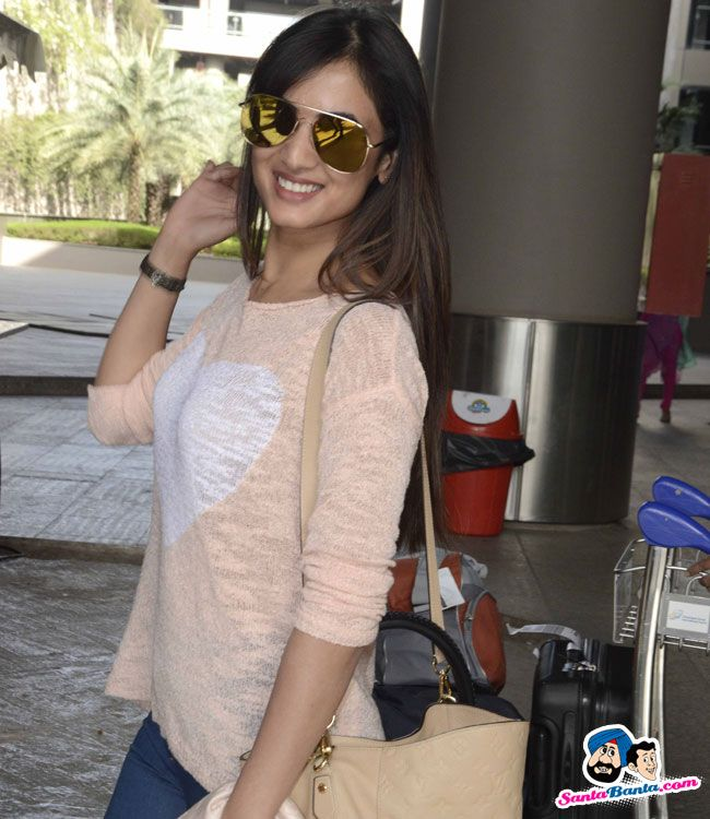 Sonal Chauhan at Mumbai airport Picture Gallery image # 335181 at Stars Spotted 2016 containing well categorized pictures,photos,pics and images.