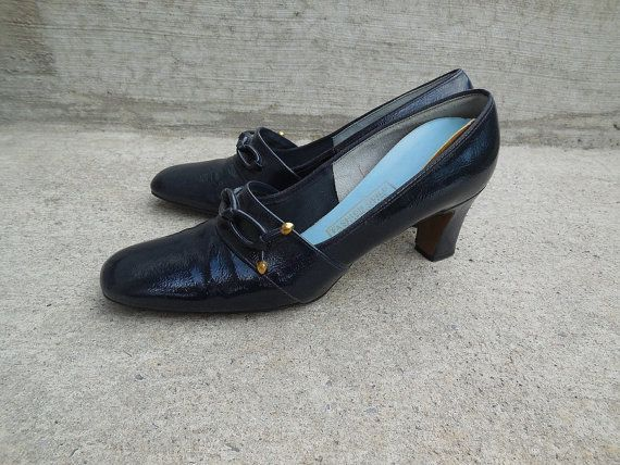 Vintage 60s NAVY blue leather heels / navy blue by NorthOfMain