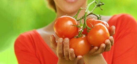 10 Popular Tomato Homemade Face Packs