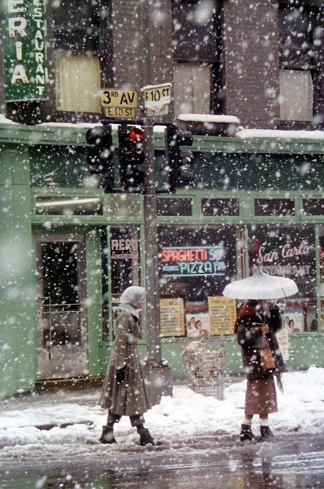 By SAUL LEITER - Untitled - New York (San Carlo Restaurant at 3rd Avenue and E 10th Street) - 1952