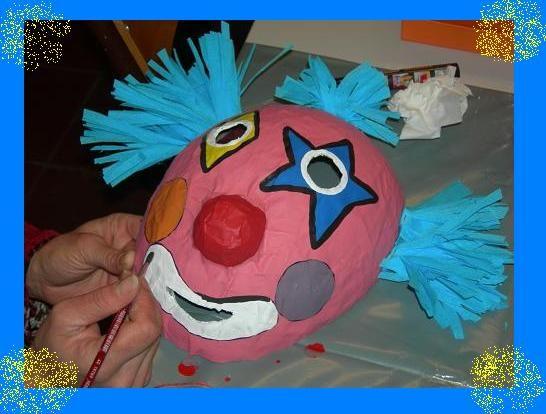 Tête de clown en papier mâché
