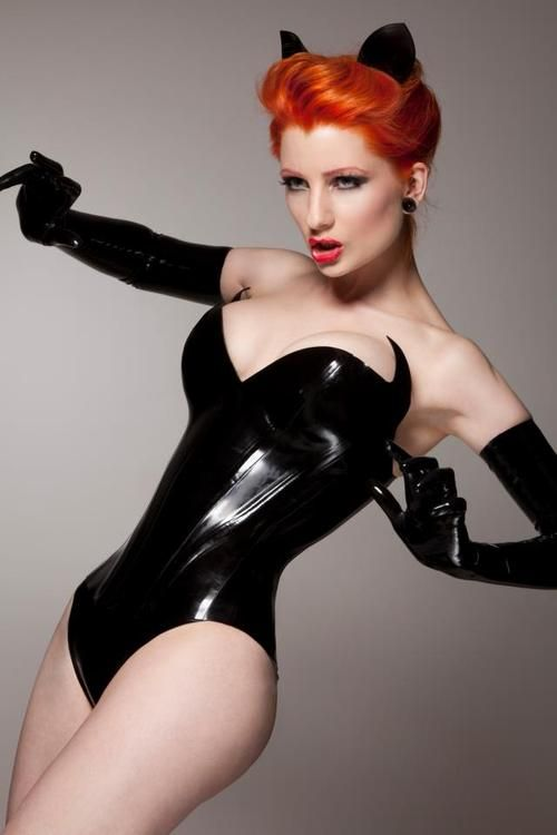 Catwoman!  Ulorin Vex for Lady Lucie Latex