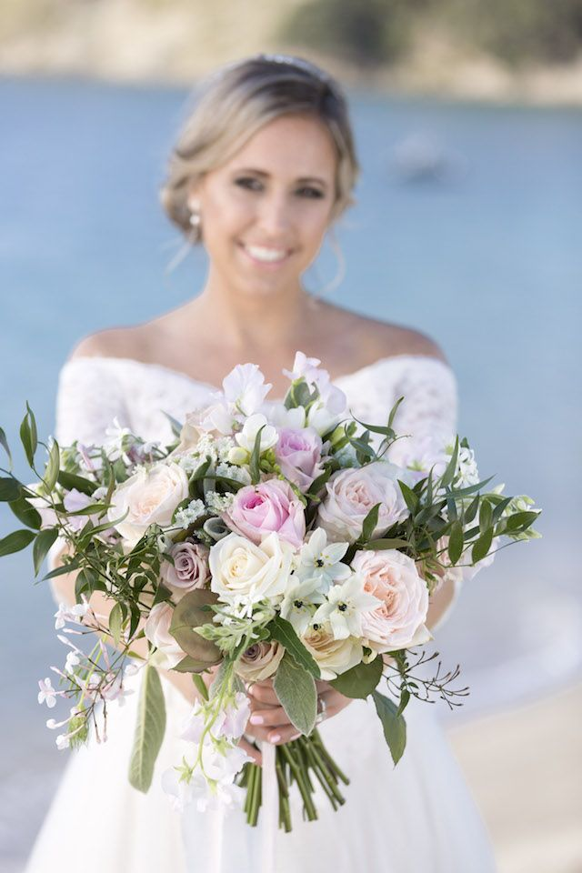 Pastel bouquet on the beach | Christina Schmidt Photography