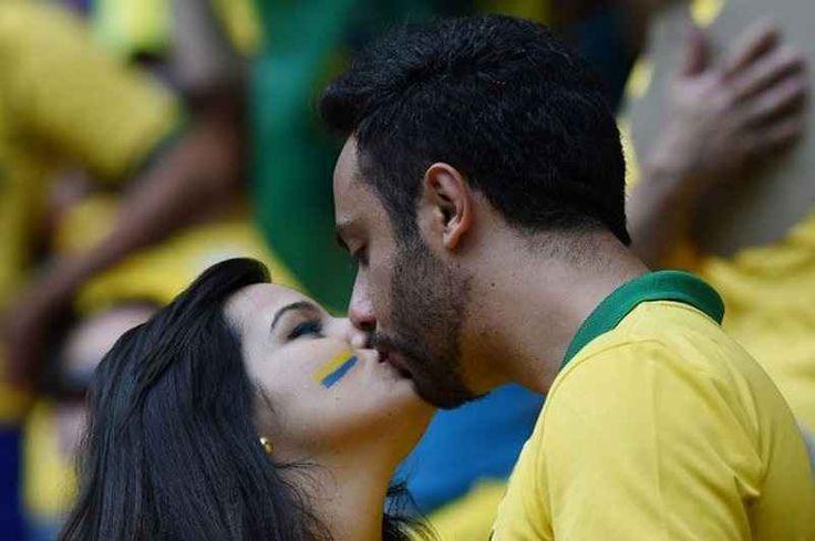 Colpo di fulmine allo stadio: il club su Twitter aiuta la tifosa a trovare il suo amore Quando qualcuno vi dirà che nel calcio non ci sono sentimenti e non c'è amore raccontate questa storia. Dominique, appassionata del Corinthians, si è presa una cotta per un tifoso conosciuto allo sta #tifoseria #calcio #amore
