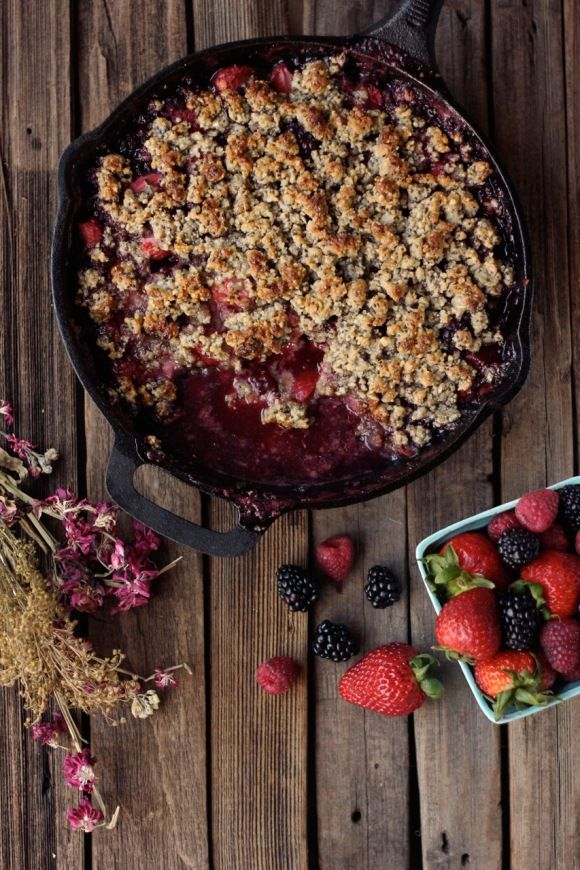 Phase 3: This Mixed Berry Crisp is everything you want in a summer dessert -- a sweet mixed-berry filling and rich walnut crust -- and it's healthy enough to eat for  breakfast! Makes 6 perfect portions (covers your fruit, protein, and healthy fat). Use Phase 3 berries, coconut oil, and sub xylitol for the maple syrup.