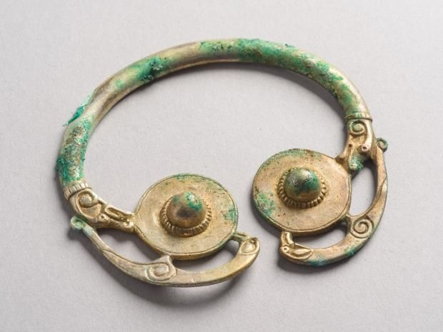 Viking treasure hoard 1000 years old discovered in Scotland  http://www.independent.co.uk/news/uk/home-news/viking-treasure-hoard-1000-years-old-discovered-in-scotland-a6950036.html (scheduled via http://www.tailwindapp.com?utm_source=pinterest&utm_medium=twpin&utm_content=post64716054&utm_campaign=scheduler_attribution)